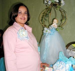 <b><u>17 de febrero </b></u><p> Fátima  Martínez de Mendoza, feliz en su fiesta de canastilla.