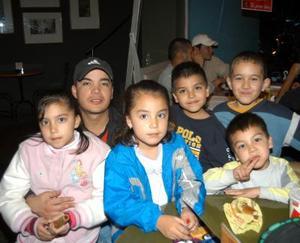 dndrea, Ana, Luis, Junior, Bombón y Benjamín.