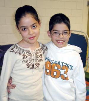 Lynete y Adolfo Armendáriz fueron captados en pasado festejo infantil.