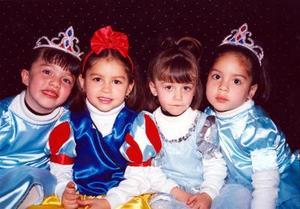 Con una fiesta infantil Luisa Fernanda Moya celebró su cumpleaños acompañada de sus primas Alessandra, Annel y Sofía