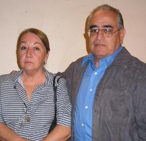 Guadalupe de Flores y Juan Manuel Flores.