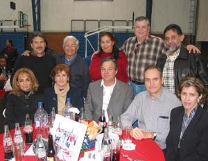 Alfredo Ortíz, Pedro Salas, Maru Eugenia de Salas, hermano Rubén Sámano, Mario Martínez, Miriam de Martínez, Paty de Llama, Fernando Llama, Juan José Martín u Almira de Martín.