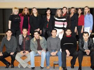 Maricela, Valentina, Maribel, Janine, Cynthia, Deyanira, Lalo, Manuel Alejandro, Klaus, Fali e Ismael acompañaron a la Dra. Zayra Servín durante un festejo por su viaje a Europa.