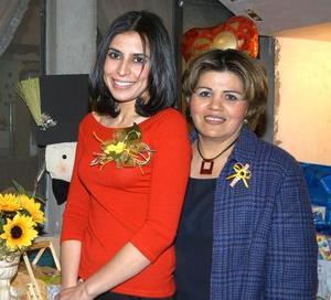 <u><b>19 de febrero</u></b><p>  Érika Alejandra Barraza de la Torre acompañada de María de Lourdes Raygoza Espinoza, anfitriona de su despedida de soltera