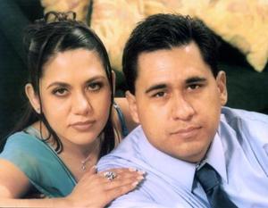 Miriam Barker y Óscar Martínez Reyes contraerán matrimonio el 27 de febrero.