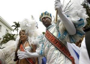 Los espectáculos requieren de decenas de miles de trajes, toneladas de lentejuelas, poliestireno y trabajadores que pongan todo eso junto en una presentación mágica. Las autoridades del estado de Río dijeron que el evento proporciona empleo a 673 mil personas.
