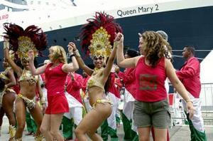 Las autoridades turísticas estiman que 420 mil personas, un 20 por ciento provenientes del exterior, visitarán la ciudad costera este Carnaval, más que las 380 mil del año pasado. Los funcionarios preven que los participantes dejen unos 141 millones de dólares este año en Río, la segunda mayor ciudad de Brasil.