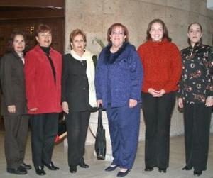 Silvia Garza junto a Gloria Ávalos, Josefina García, Luz Elena, Carmen Márquez y Eva Márquez en la fiesta que le prepararon por su cumpleaños