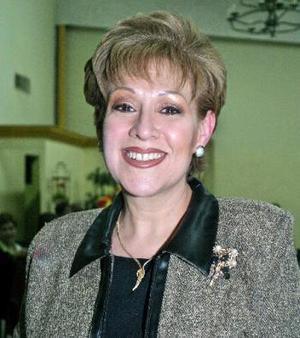 <b><u> 20 de febrero </u> </b><p> Rebeca Bustos festejó su cumpleaños con una reunión en días pasados.