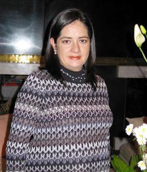 <b><u>20 de febrero </b></u><p>  Josie Muñoz de Cruz captada en la fiesta de regalos que le ofrecieron.