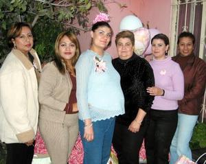 <b><u>21  de febrero </b></u><p> Jessica Villarreal Mota en compañía de algunas de las asistentes a su fiesta de regalos, realizada con motivo del próximo nacimiento de su bebé