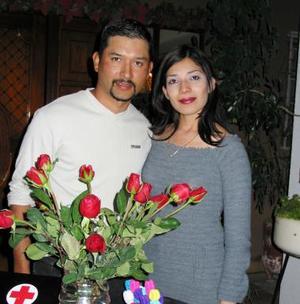 Emilia Moreno e Isauro Aguirre contraerán matrimonio próximamente y fueron despedidos de su soltería