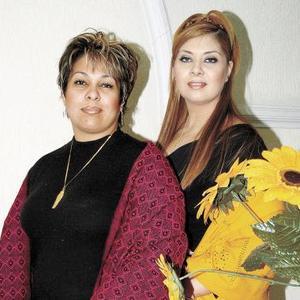 Mayra Ilenia Garibay Soto juto a su hermana Sandra Elia Garibay de González.