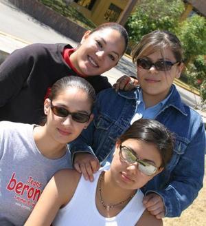 Gabriela Fernández, Alegría Briones Ramírez, Kenia Palma Montoya y Viviana García Machorro, estudiantes de la UAL.