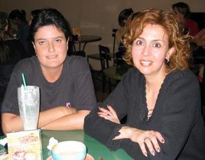 <b><u>21 de febrero</b></u><p> Patricia Valdés y Nora Ivett García.