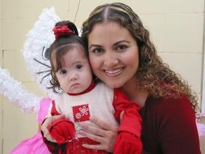 <b><u>21 de febrero</b></u><p> Bárbara Díaz de León Ortiz junto a su mamá Marina Elisa Ortiz Segura.