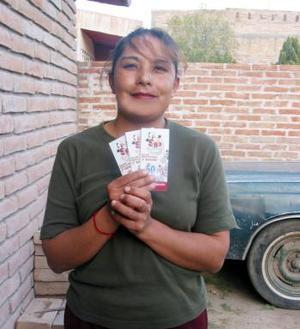 La suerte llega a San Pedro de las Colonias, Coahuila. La sexta ganadora de la semana Nro. 4 es Norma Yadira Castro Delgado de la Ampliación Fénix. Se dedica al hogar y está casada desde hace dos años con Rolando Martínez, tiene dos hijas, Itati y Selene.