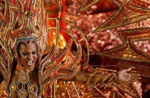 Los desfiles son patrocinados por empresarios y políticos de Brasil.