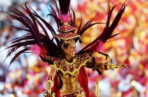 Este año además se cumple el vigésimo aniversario del sambódromo y los organizadores del carnaval llamaron a los participantes a revivir éxitos del pasado para el desfile del 2004.