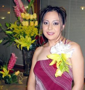 Norma Garay Martínez recibió sinceras felicitaciones en la despedida de soltera que le ofrecieron  por su próxima boda.