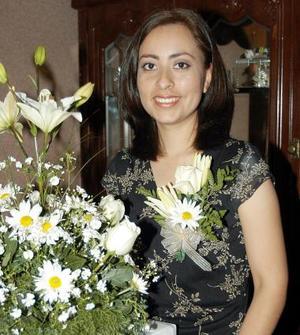 Jenny Silos Aguilera captada en una de las despedidas de soltera que se le ofreció con motivo de su próximo enlace nupcial.