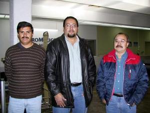 <u><b>22 de febrero</u></b><p> Sergio Jáuregui y Víctor Lara fueron despedidos por Luis Monroy antes de viajar a México.