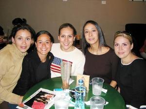 Mayra de González, Cecy de Reyes, Brenda de Harim Titina de Flores y Carmen Sánchez