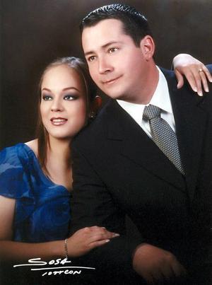 Lic. Eduardo Hernández Medina y  Lic. Blanca Flor Rodríguez López efectuaron su presentación religiosa y contrajeron civil el siete de febrero de 2004.
