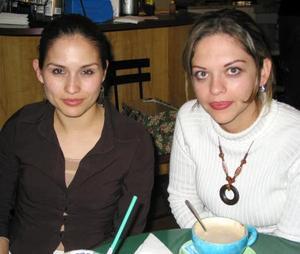 Mary Olayo y Bárbara Silva.