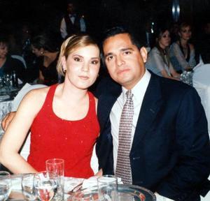 Mary Tere Hinojosa y Arturo Téllez González, captados en la boda de Mónica González y Rodolfo Ruiz.