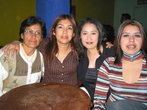 Paola Carbajal, Angie Reyes y Patty Barraza.