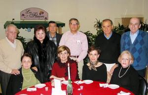 Adolfo Rodríguez y Sra., Fernando Murra y Sra., Eduardo Murra y Sra., Jesús Ruiz y Sra., Rigoberto Murra y Sra..