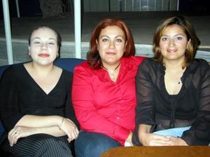 Silvia Pacheco, Yolanda Garza y Ana Betha Garza.