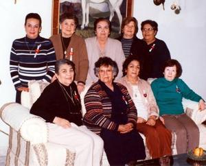 Damas integrantes del Club Blanco y Negro celebraron en días pasados su 40 aniversario.