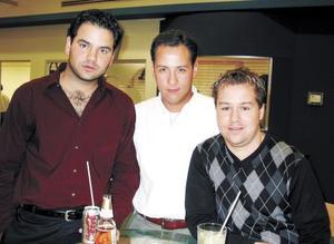 <b><u>23 de febrero</b></u><p> Raúl Albeniz, Fer Barrios y Toño Gilio.