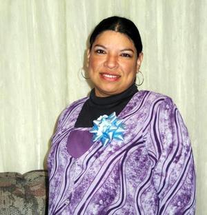 Imelda Montoya recibió sinceras felicitaciones en la fiesta de regalos que le ofrecieron.
