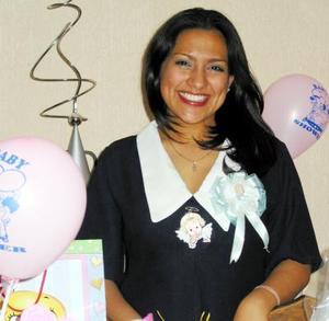 Diana Monserrat Luna espera la llegada de su primer bebé y por tal motivo se le ofreció una fiesta de canastilla.