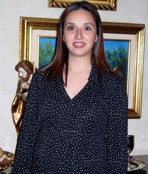 <b><u>22  de febrero </b></u><p> Luisa Parra de Ortiz en la fiesta que le organizaron por la llegada de su bebé.