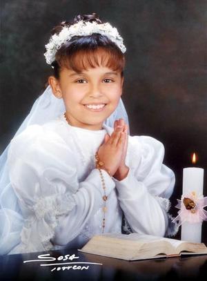 Niña Brenda Paola Soriano Martínez recibió la sagrada eucaristía de la comunión el 14 de febrero de 2004.