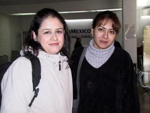 De Guadalajara arribó Laura lague y fue recibida opor Claudia Castañeda.
