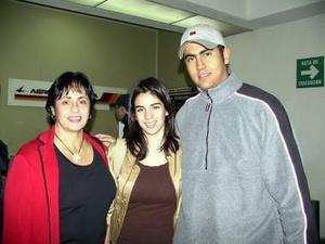 <u><b>27 de febrero</u></b><p> Maruca Aguilera y Cristina Rodríguez regresaron a San Diego California y fueron despedidas por Leopoldo Aguilera.