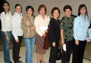 Martha de Mmala, Kora Contreras, Adriana Campillo,  Charo Soto, Esther Liw, Polet Torres y Marcela Cobos.