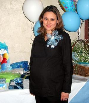 Magaly Oyervides de Ruiz captada en la fiesta de canastilla que le organizaron con motivo del cercano nacimiento de su bebé.