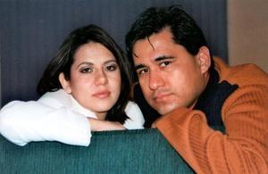 Miriam Delia Barker Berumen y Óscar de Jesús Martínez Reyes contrajeron matrimonio el 27 de febrero de 2004.