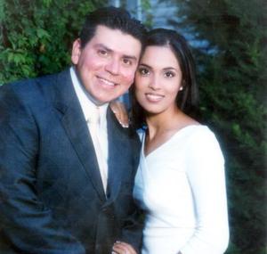 Julio Castañeda Pech y Cecilia Robles Hernández, contrajeron matrimonio recientemente.
