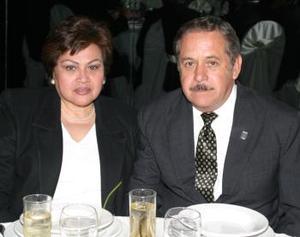 <b><u> 27 de febrero </u> </b><p> Carmen Hernández de Manzanera y Jesús Manzanera en pasado acto social.