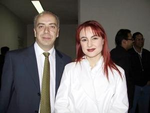 <u><b>28 de febrero</u></b><p> Martín Fernández arribó de la Ciudad de México y fue recibido por Arlette Leal.