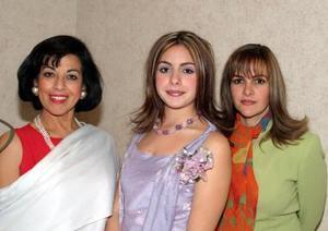 Janeth Bital Ruiz con las anfitrionas de su primera despedida de soltera Fernanda Ruiz Humphrey y Janeth Canavalí de Bitar.