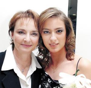 <u><b>29 de febrero</u></b><p> Edna María Acosta Tueme junto a su mamá Edna Tueme de Acosta en la despedida de soltera que le ofreció por su próxima boda con Agustín Ceron.