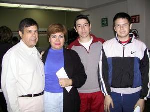 <u><b>29 de febrero</u></b><p> Rosario de Reyna viajó a Tijuana y fue despedida por Armando Nelson e Isaac Reyna.